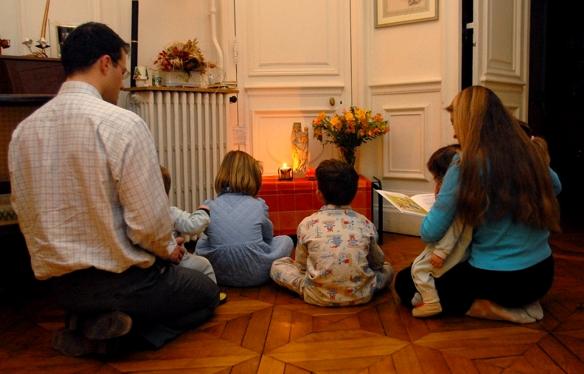 Santa Sé: aos pais o direito primário de educar os filhos