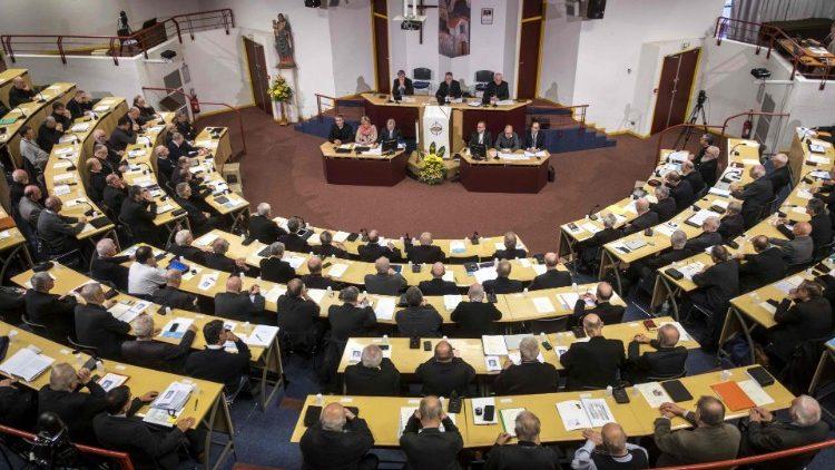 Papa a bispos franceses: perseverar na luta contra a pedofilia