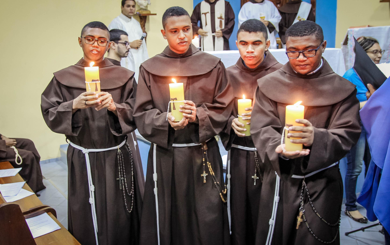 Primeira Profissão Religiosa de 4 Frades Noviços