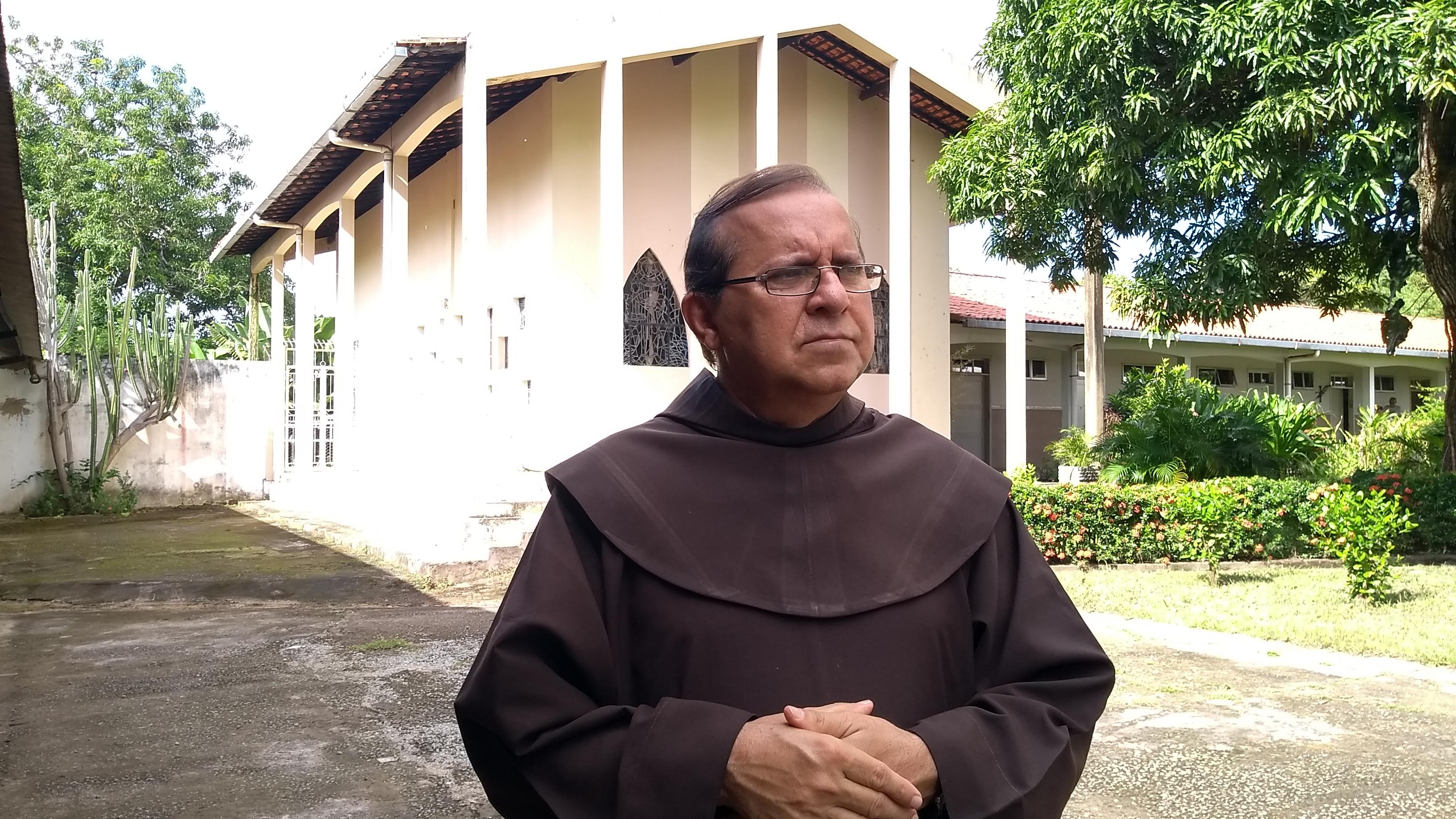 """""""Estamos vivendo nestes dias, dias difíceis, mas não podemos desanimar de desejar e esperar paz e bem a todos"""" (Fr. Pachêco)"""